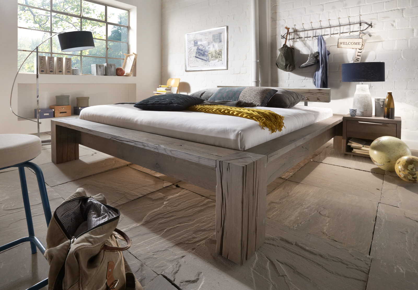 sam balkenbett carla eiche 140x200 cm balken farbauswahl. Black Bedroom Furniture Sets. Home Design Ideas
