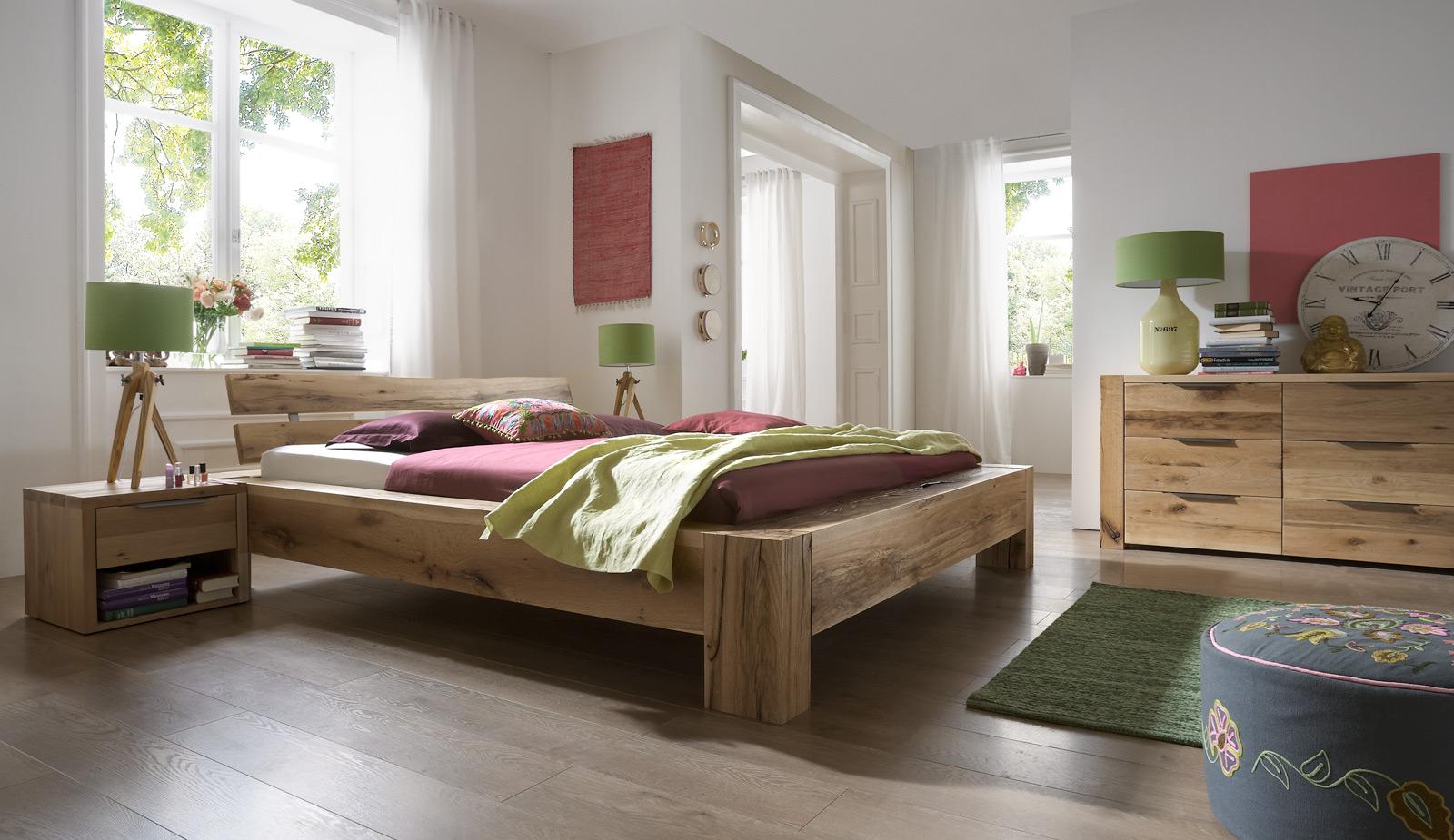 Sam balkenbett massiv alma eiche 200x200 cm geteilt for Farbauswahl wohnung