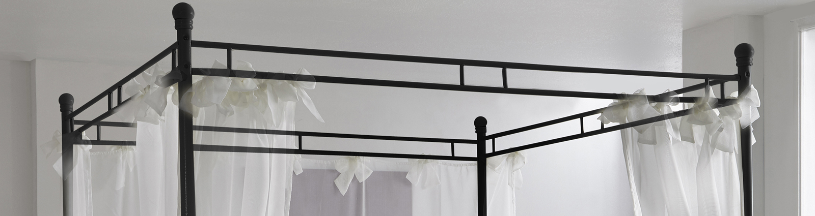 sam design himmelbett 180 cm schwarz venezia auf lager. Black Bedroom Furniture Sets. Home Design Ideas