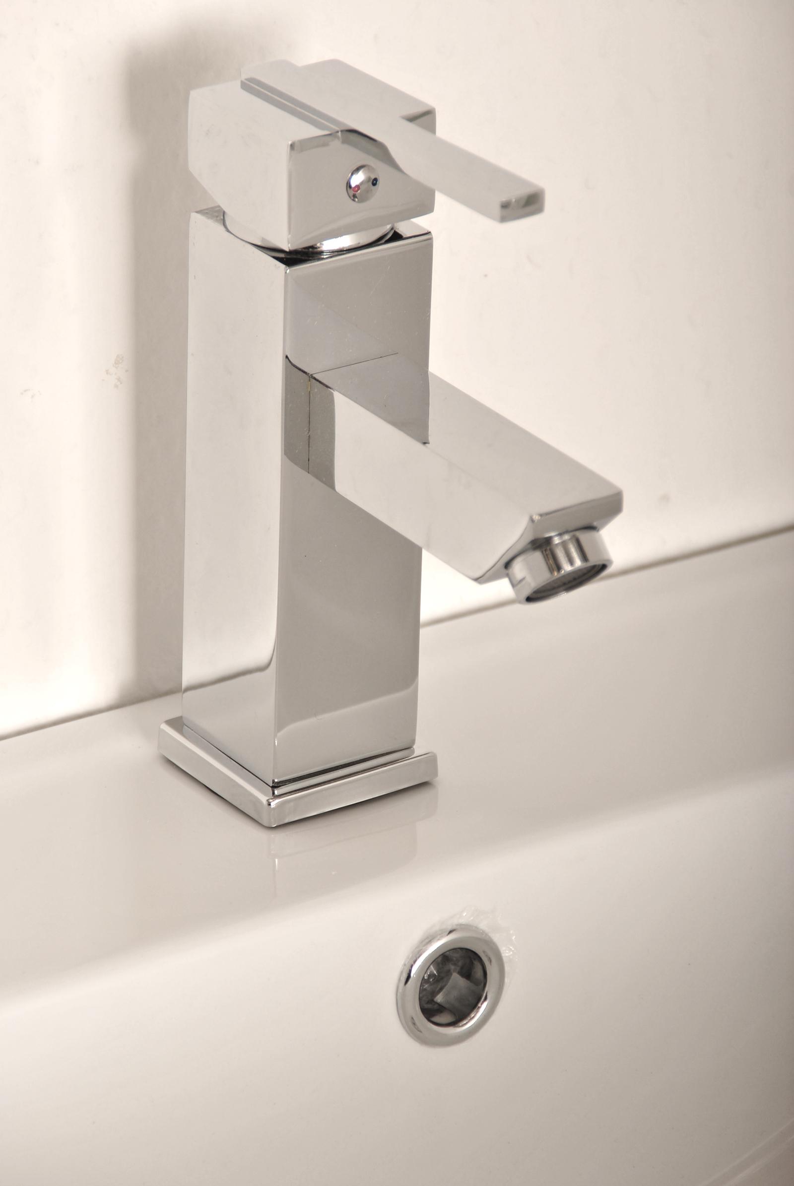 sam waschbecken armatur f016 eckiger wasserhahn. Black Bedroom Furniture Sets. Home Design Ideas