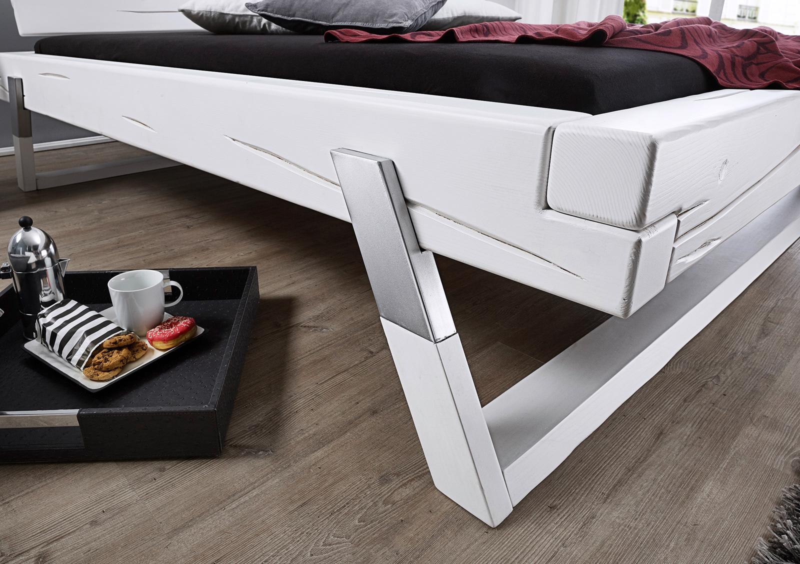 sam balkenbett massivholzbett fichte wei 180 x 200 cm boris. Black Bedroom Furniture Sets. Home Design Ideas
