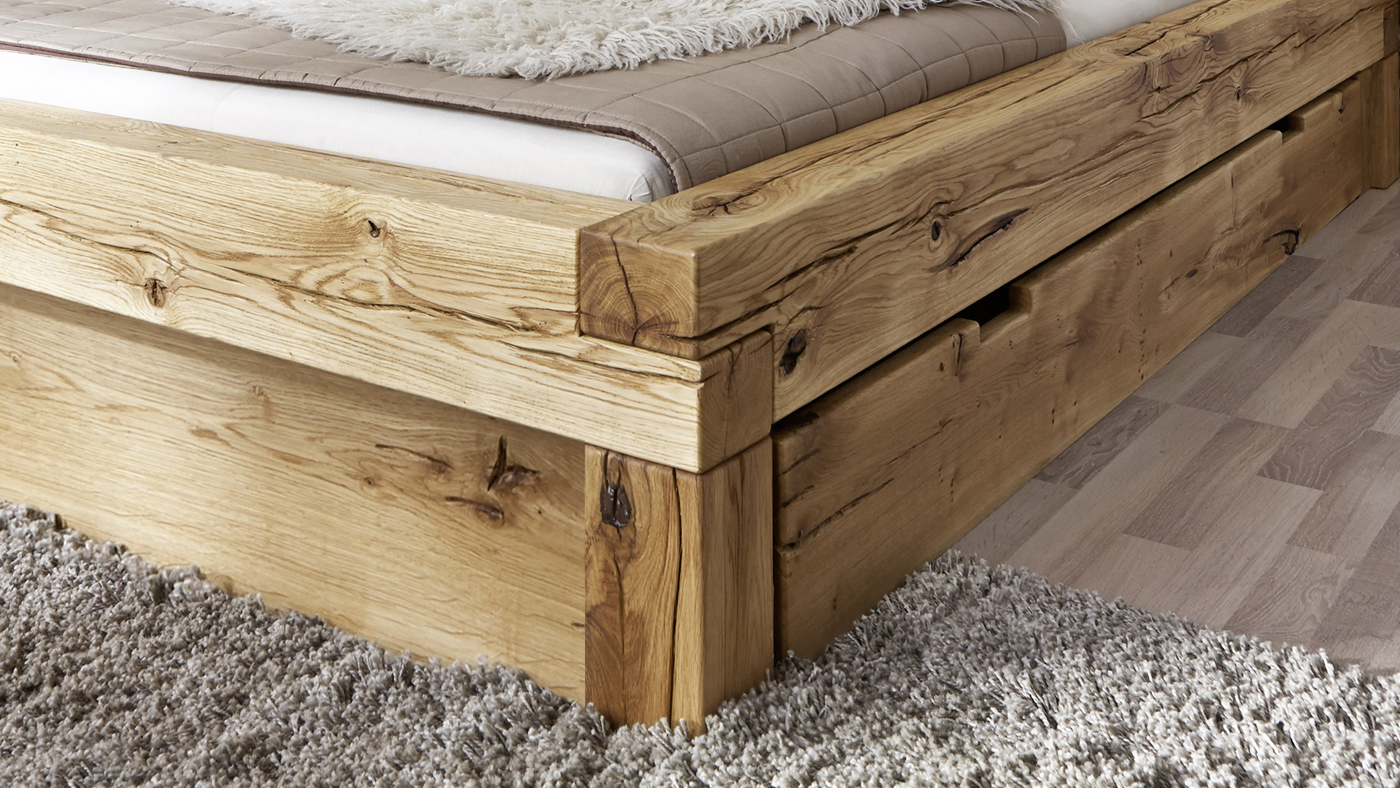 sam balkenbett elias holzbett mit schubk sten 180x200 cm. Black Bedroom Furniture Sets. Home Design Ideas