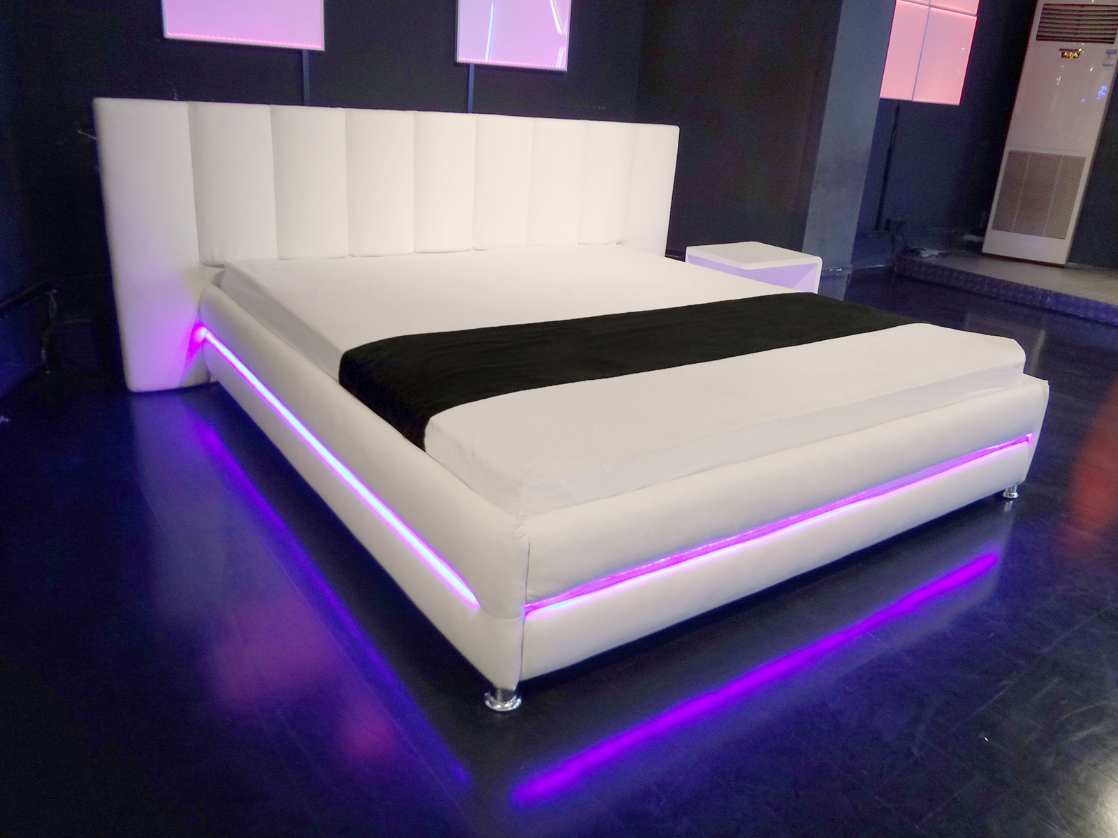 sam polsterbett 180 x 200 cm wei las vegas led. Black Bedroom Furniture Sets. Home Design Ideas