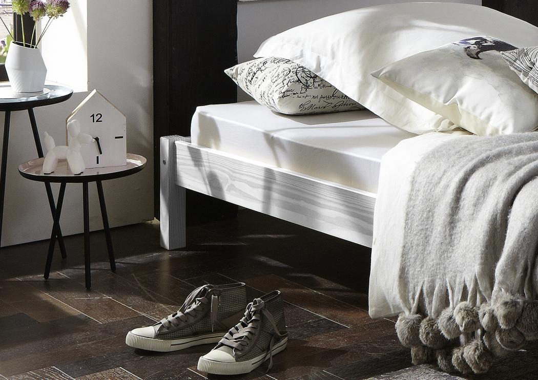 sale massivholzbett 140 x 200 cm g nstig kiefernholz wei sina. Black Bedroom Furniture Sets. Home Design Ideas