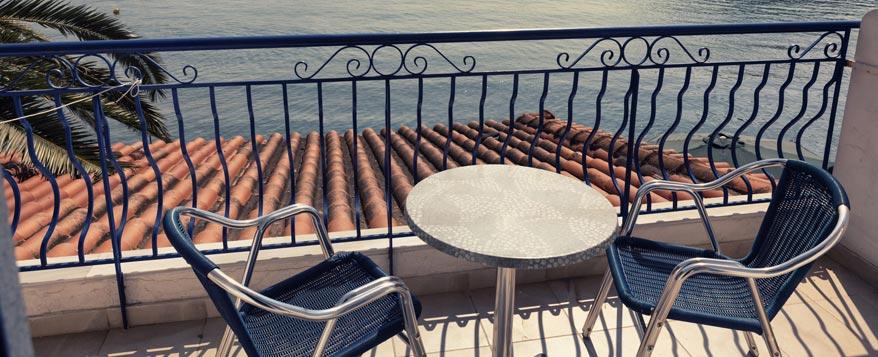 Gartentisch Fur Den Balkon Auf Die Grosse Kommt Es An Zuhause Bei Sam