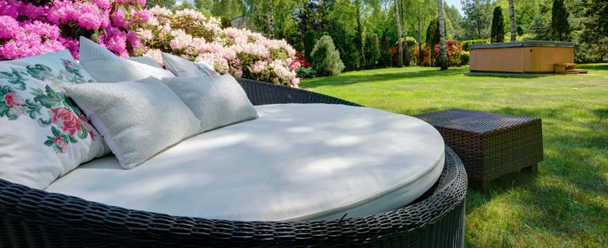 Mit Loungemöbeln Aus Rattan Im Garten So Wohl Fühlen Wie Im Wohnzimmer