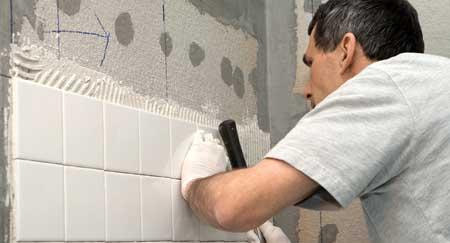 Neue Fliesen Bei Der Bad Renovierung Möglichst Sorgfältig Verlegen