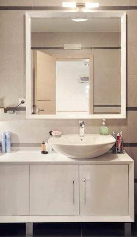 Gute Beleuchtung am Badspiegel ist wichtig