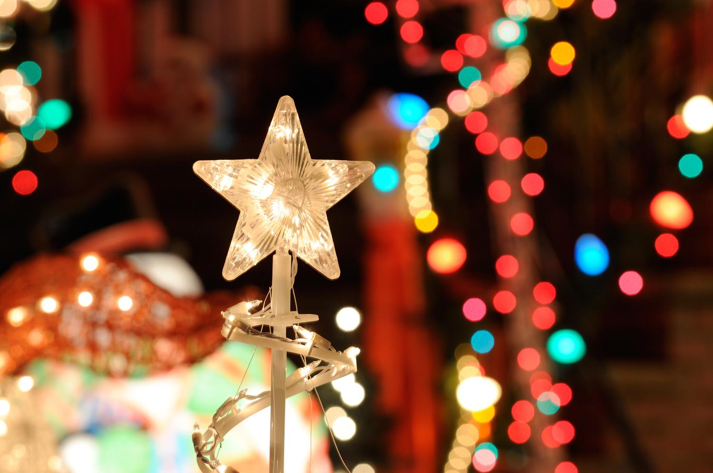 Den Weihnachtsbaum festlich schmücken - Zuhause bei SAM®