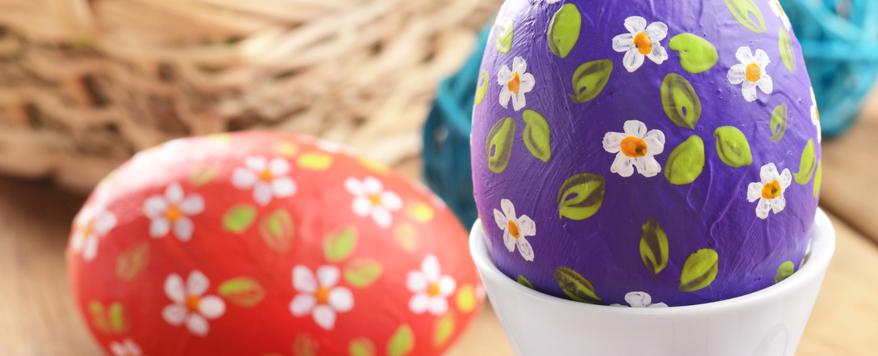 Bunte Eier sind ein absolutes Muss für die Osterdeko auf dem Balkon