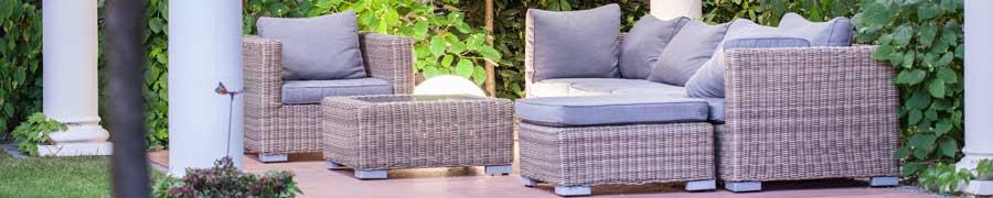 Im Gartenbereich liegen Outdoor-Loungemöbel auch 2015 im Trend