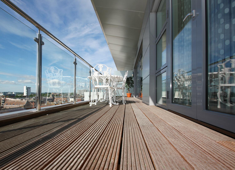 terrassenboden mit holzfliesen auslegen - zuhause bei sam®, Moderne