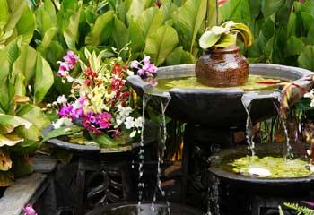 Fließendes Wasser ist im Feng Shui ein Yang-Element