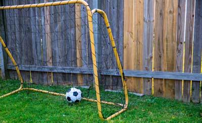 Richtig positioniert stört das Fussballtor nicht im Garten