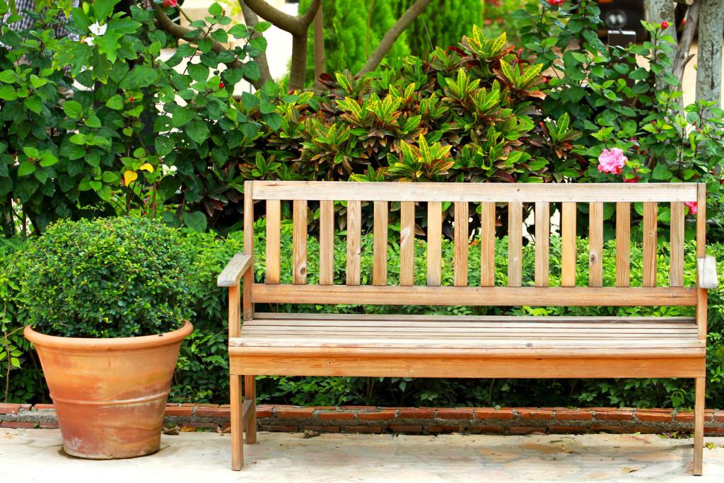 Der Passende Ort: Gartenbank Vor Dem Haus Oder Im Garten Positionieren?
