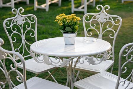 Sie sollten beim Kauf auf die Metallart der Gartenmöbel achten