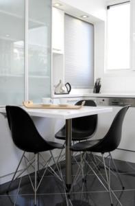 Moderne Stühle mit Metallgestell
