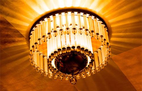 Kronleuchter sind im Art Déco eine beliebte Beleuchtung