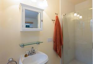 Kleines Bad: platzsparend & schön einrichten