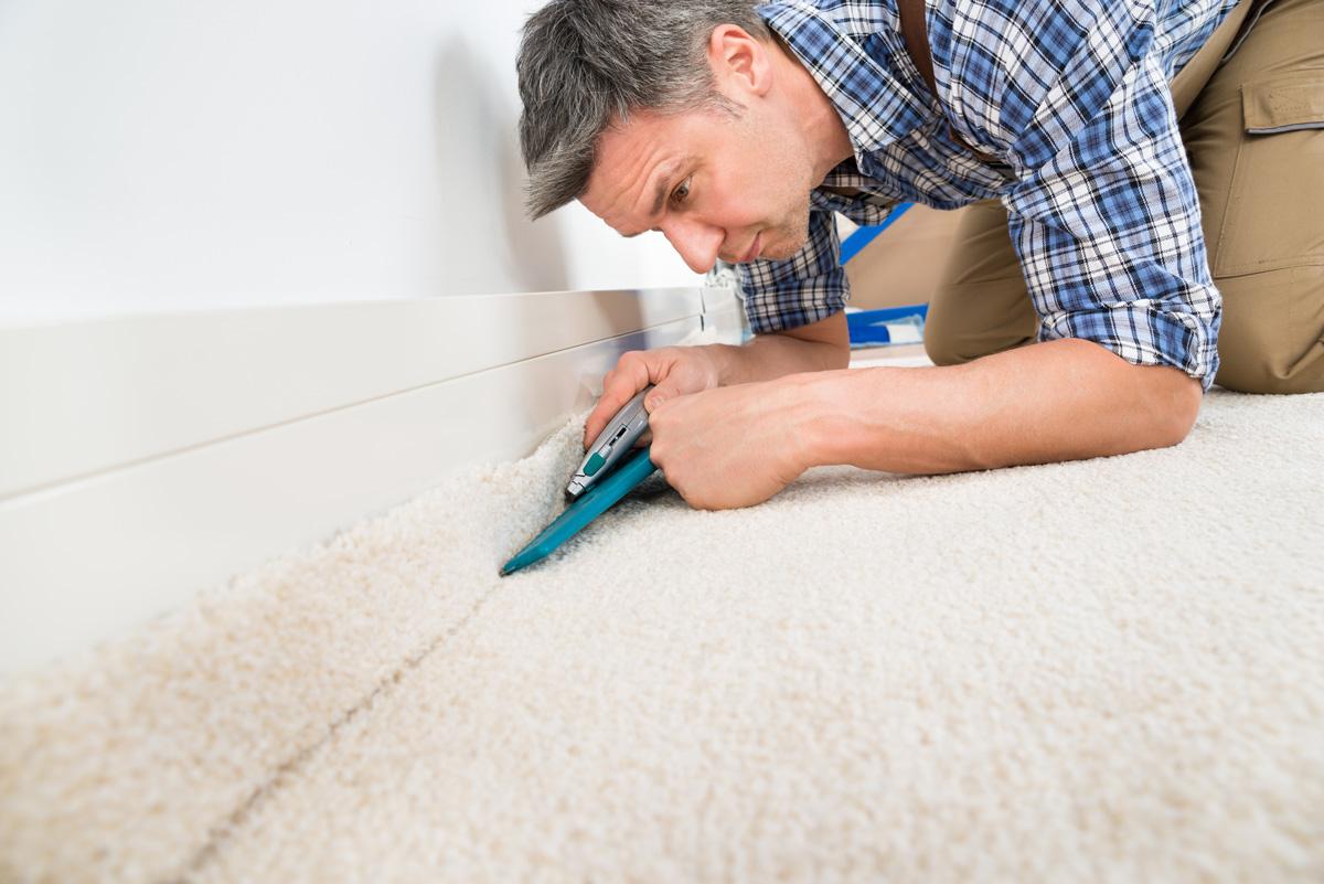 Teppichboden verlegen  Teppichboden selbst verlegen: Wie geht man am besten vor ...