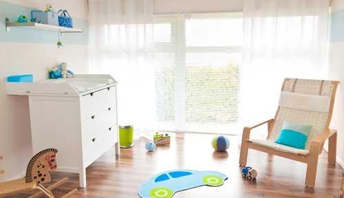 Wickelkommode und Stillsessel gehören zur Grundausstattung für's Babyzimmer