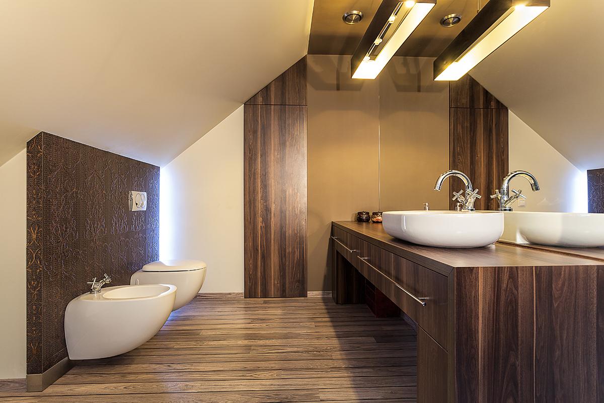 Badezimmer-Möbel: Massivholz vs. Holzdekor - Zuhause bei SAM®