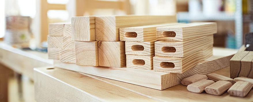 Zum bauen eines Hockers brauchen Sie reichlich und ausreichend Holz