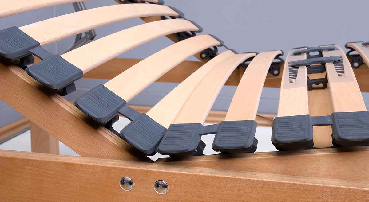 Beim verstellbaren Lattenrost ist die richtige Position der Scharniere wichtig.