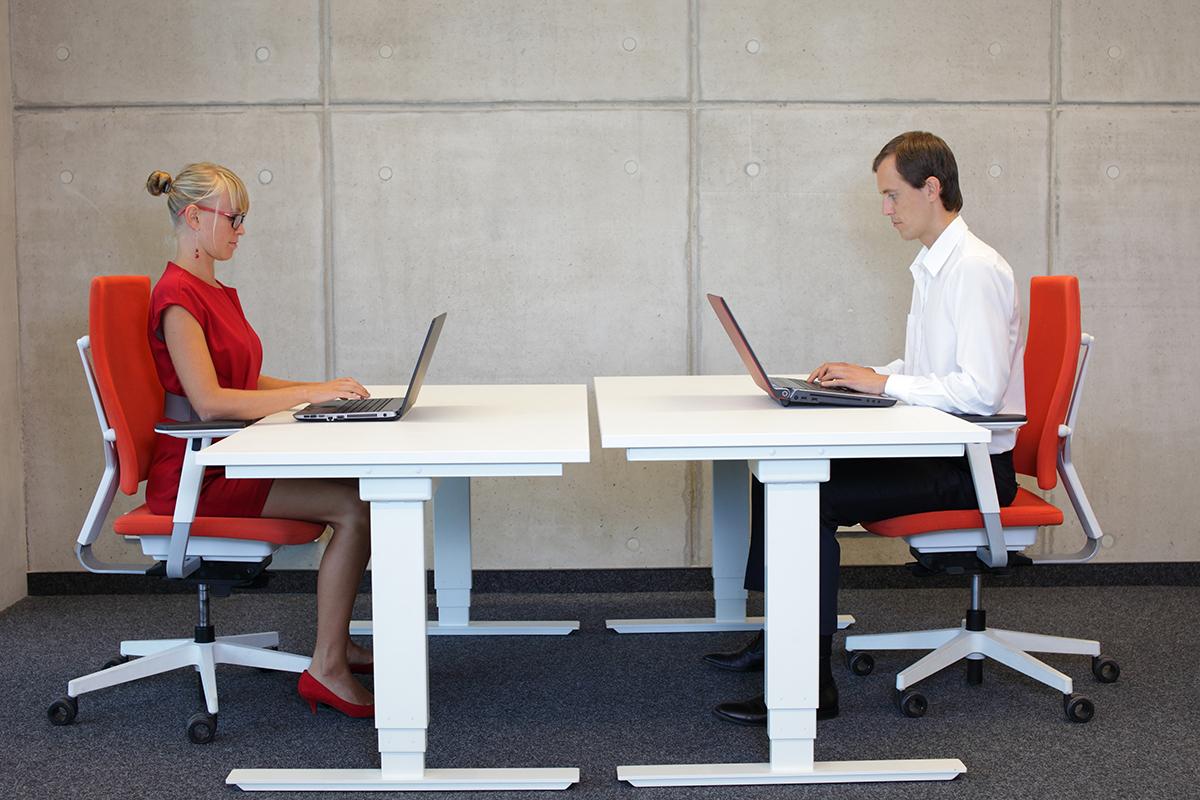 Kinderschreibtisch höhenverstellbar selber bauen  Serie DIY: Höhenverstellbaren Schreibtisch selber bauen - Zuhause ...