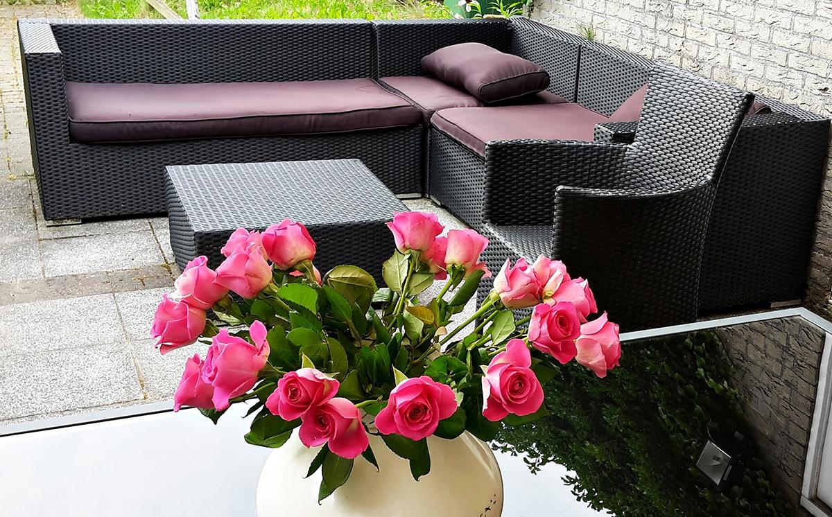 Eine Eckbank aus Polyrattan verbreitet auf der Terrasse echtes Lounge-Flair!